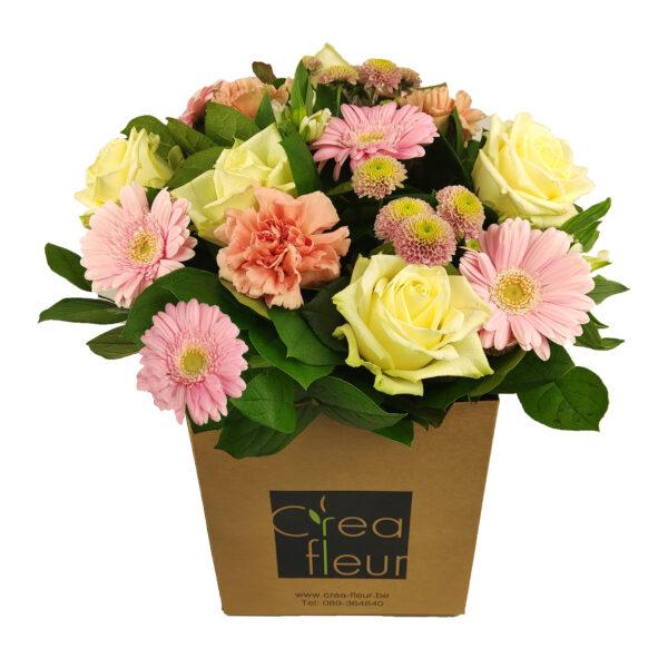 Boeket bloemen in roze en wit (met bloemendoos)