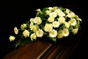 afscheidsbloemen, bloemen overlijden, crea-fleur, wit