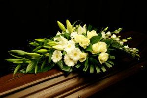 modern bloemstuk overlijden begrafenis Crea-fleur