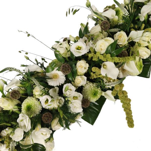 Afscheidsbloemstuk witte groene kleuren