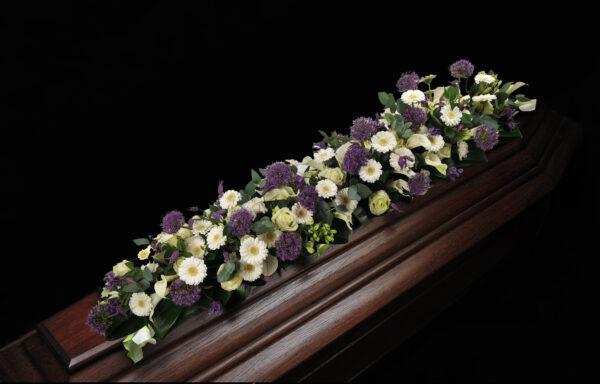 Afscheidsbloemen paars en wit