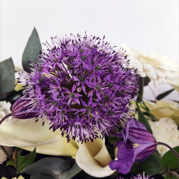 Afscheidsbloemen detail paars