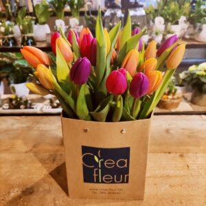 Decoratief spektakel van kleurrijke tulpen