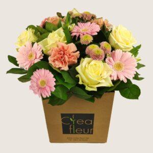 Boeket bloemen verzorgen door veilig vervoer